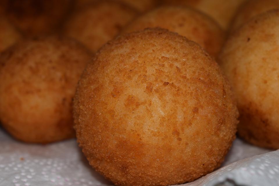 Co jeść na Sycylii - arancini