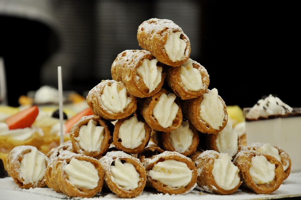Sycylijskie cannoli - słodki deser z wyspy